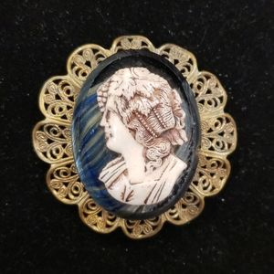 """Amazing vintage 2.25"""" cameo brooch PM7"""